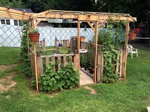 Pole Bean Trellis Designs Pallet Garden Projects And Planter 101 Pallet Ideas