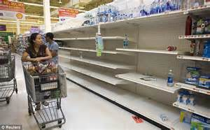 hurricane irene path 2011 new yorkers empty stores of