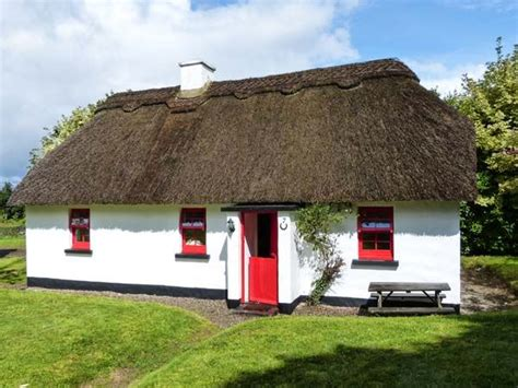 thatched cottages in ireland no 7 tipperary thatched cottages puckane county