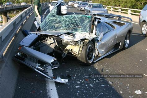crashed lamborghini countach wrecked lamborghini the grayline automotive blog