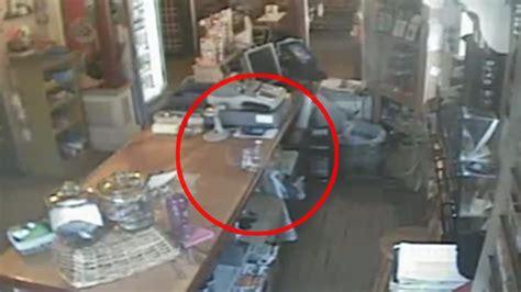 imagenes anormales reales fantasma es captado en una tienda de estados unidos video