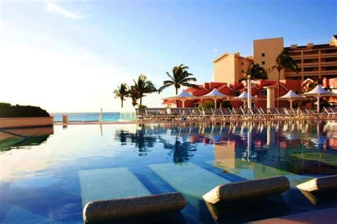 top bars in cancun best swim up bars found in hotels page 4 of 10 ealuxe com