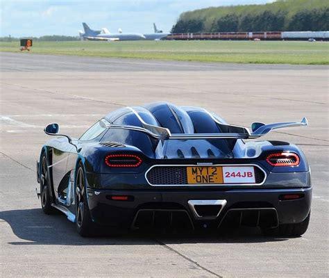 Koenigsegg And Bugatti Vmax200 Hypermax The Bugatti Veyron And Koenigsegg One 1