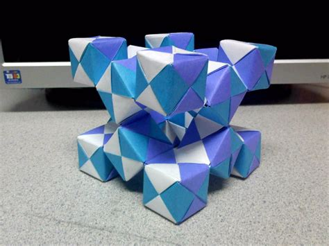 Moving Cubes Origami - modular moving sonobe cubes 2 angled view by