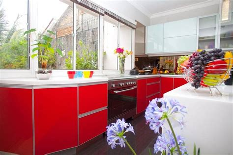 desain dapur cerah desain interior dapur dengan sentuhan warna cerah