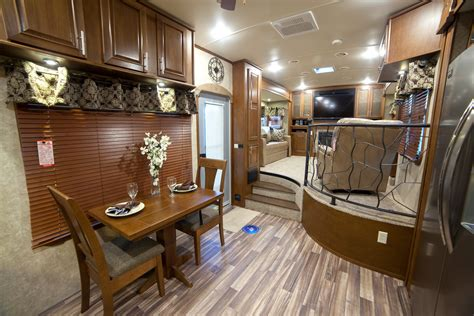 5th wheels with front living room fifth wheel cers with front living rooms roy home design