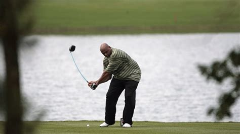 barkley golf swing charles barkley s golf swing now features a cross