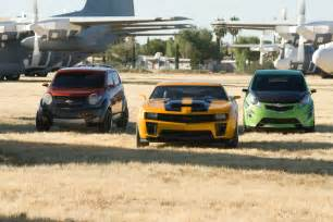 cars in the new transformers gm apresenta os novos carros do filme transformers 2