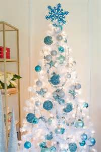 white blue ornaments 33 chic white tree decor ideas digsdigs