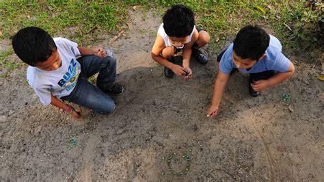 imagenes de niños jugando al trompo 10 juegos infantiles de anta 241 o en el salvador elsalvador com