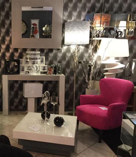 magasin canapé lille cuisine divan et fauteuil en cuir dans le magasin de