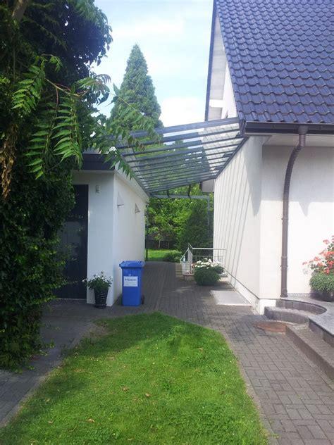 tür zwischen garage und wohnhaus vordach planung zeichnungen