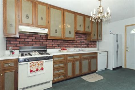 re help with these ugly kitchen cabinets six of the ugliest kitchens you ve ever seen kukun