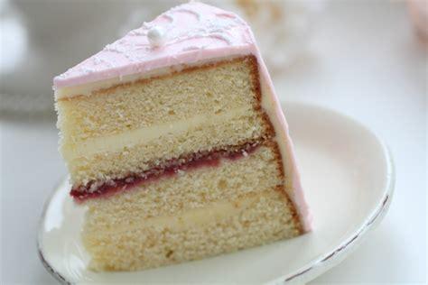 Cut Cake With Kake Kutrs by Sponge Cake 4 Baking Get Inspired