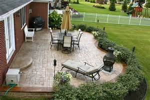 shrubbery layout around the patio landscape ideas