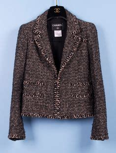 Secrets Of The Chanel Jacket Revealed by Les Secrets De La Veste Chanel Veste Chanel Veste En