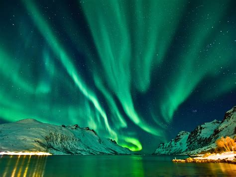northern lights sun l the sun just unleashed a monster solar flare the