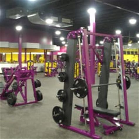 planet fitness bench press machine planet fitness chicago avondale 75 reviews gyms
