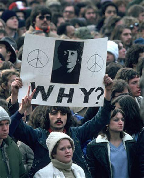 imagenes del funeral de john lennon c 243 mo vivieron en 1980 los rockeros y actores famosos la
