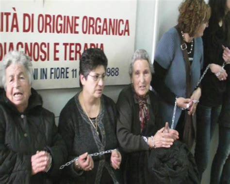 cronaca san in fiore donne s fiore bloccano paese non toccate l ospedale