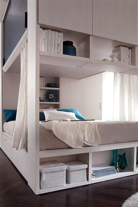 letto con letto sotto letto con armadio sotto idee di design per la casa