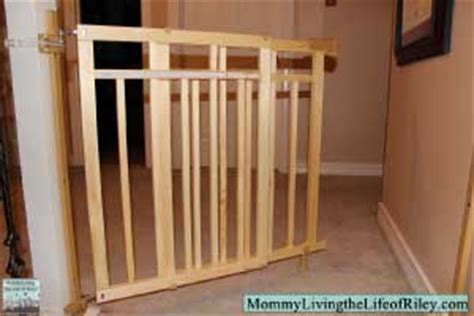 Summer Infant Dual Banister Gate by Review Summer Infant Stylish Secure Deluxe Wood Top Of Stairs Gate With Dual Banister Kit