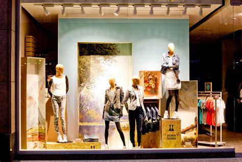 store windows deck5 187 retail design