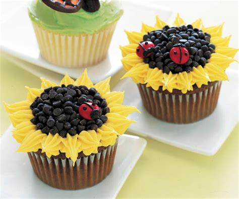 how to decorate cupcakes at home easy cupcakes decorating ideas www pixshark com images