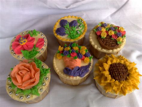 cupcake decorating cupcakes