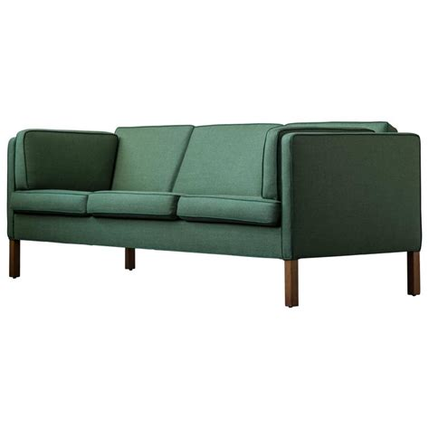 sofa welt b 248 rge mogensen sofa 2443 in emerald wool with contrast