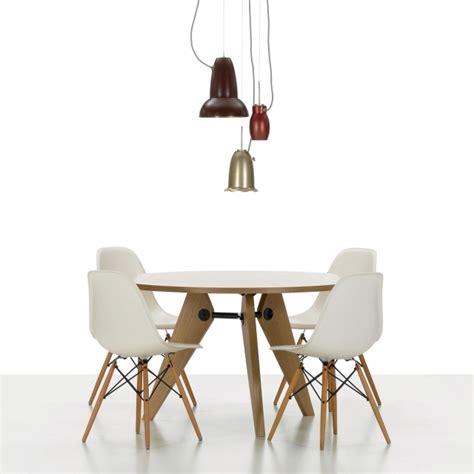 Chaise Design Bascule #4: Ensemble-chaises-design-Eames-DAW-table.jpg