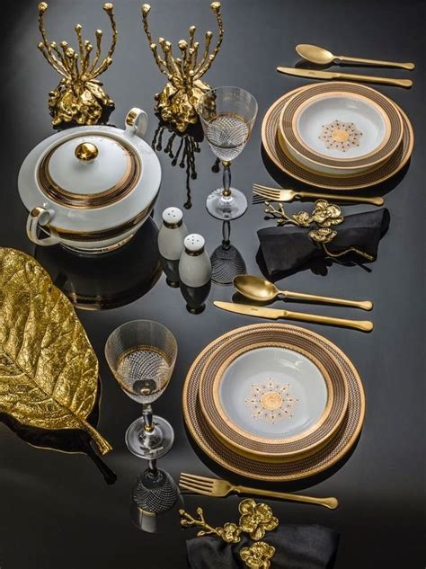 elegant christmas table setting  gold gilded lily
