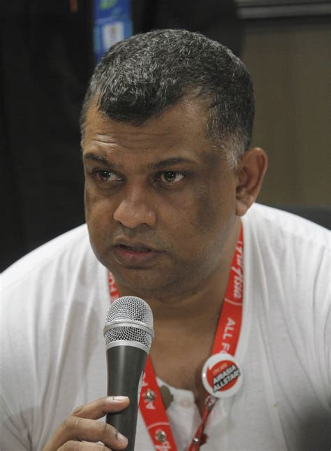 airasia founder airasia s brash ceo in spotlight after jet disappears