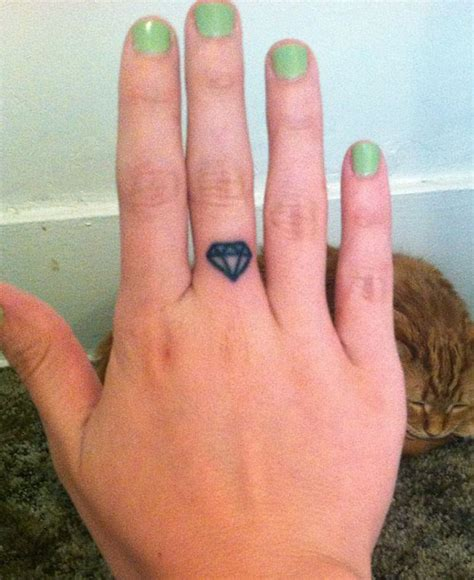 diamond tattoo on finger 43 awesome hearts tattoos on finger