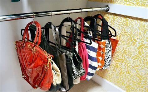 How To Store Handbags In Wardrobe by Formas Criativas De Guardar As Bolsas Vilamulher