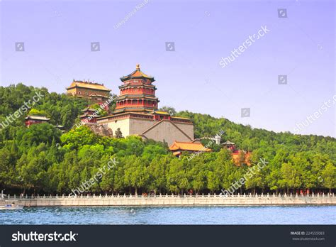 china s summer palace finding the missing imperial treasures books imperial summer palace in beijing china stock photo