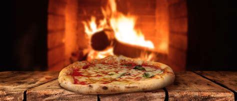 pizza al camino i consigli per cuocere la nostra pizza sul bordo camino