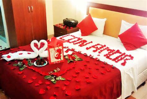 imagenes romanticas velas habitaciones rom 193 nticas con velas y p 201 talos de rosa para