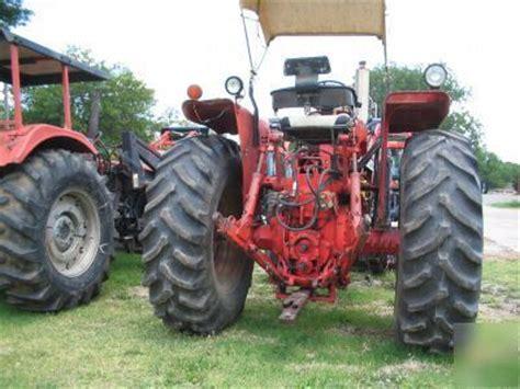 ih 766 tractor w/loader & bale spear