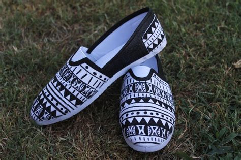 tribal patterned shoes tribal print shoes tribal print shoes pinterest toms