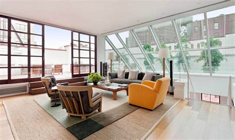 airy and bright room with large skylight windows for 2013