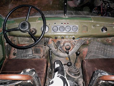 uaz interior file uaz early interior floor pedals jpg wikimedia commons