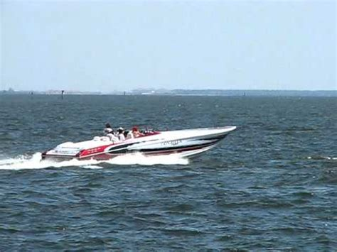 cigarette boat racing youtube cigarette speed boat in ta bay racing through water