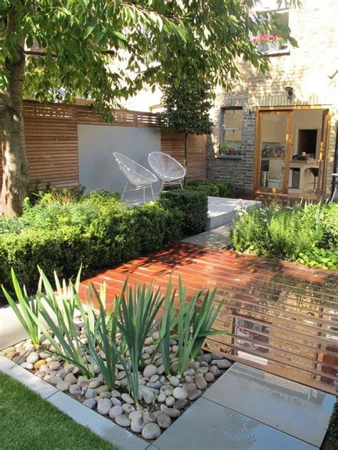 landscape design for small backyard 25 beautiful small garden design ideas on pinterest garden makeover contemporary