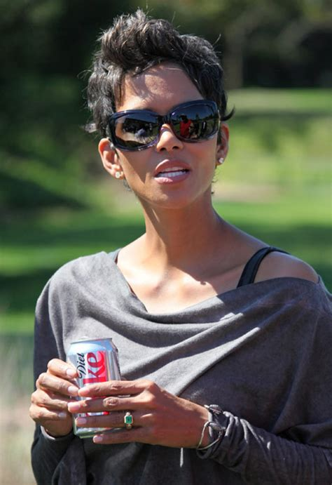 Halle Admits To Attempt by Halle Berry S Engagement Ring Photo 4