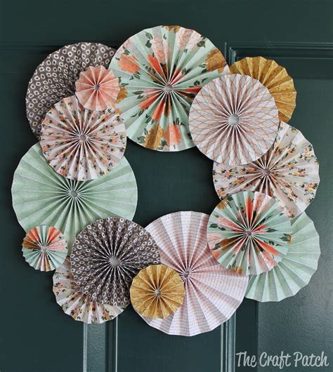 the craft patch accordion fold paper wreath