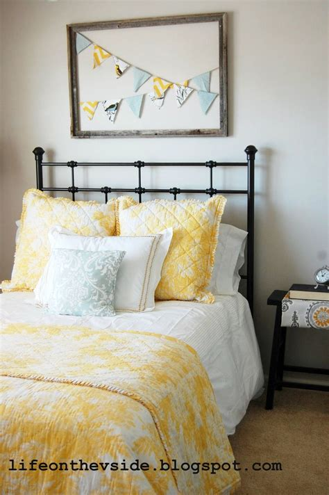 yellow and gray bedrooms best 25 gray yellow bedrooms ideas on pinterest yellow