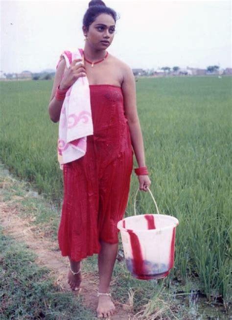 bhabhi ko bathroom sexclusive stills ahinayasri in red paavadai