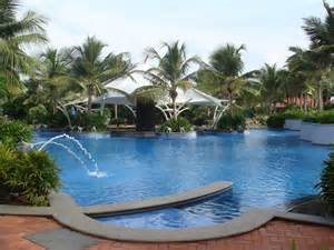swimming pool images file hotel swimming pool at grt temple bay resorts mahabalipuram jpeg wikimedia commons