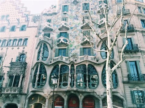 barcelona architecture an architectural walk through barcelona unh tales
